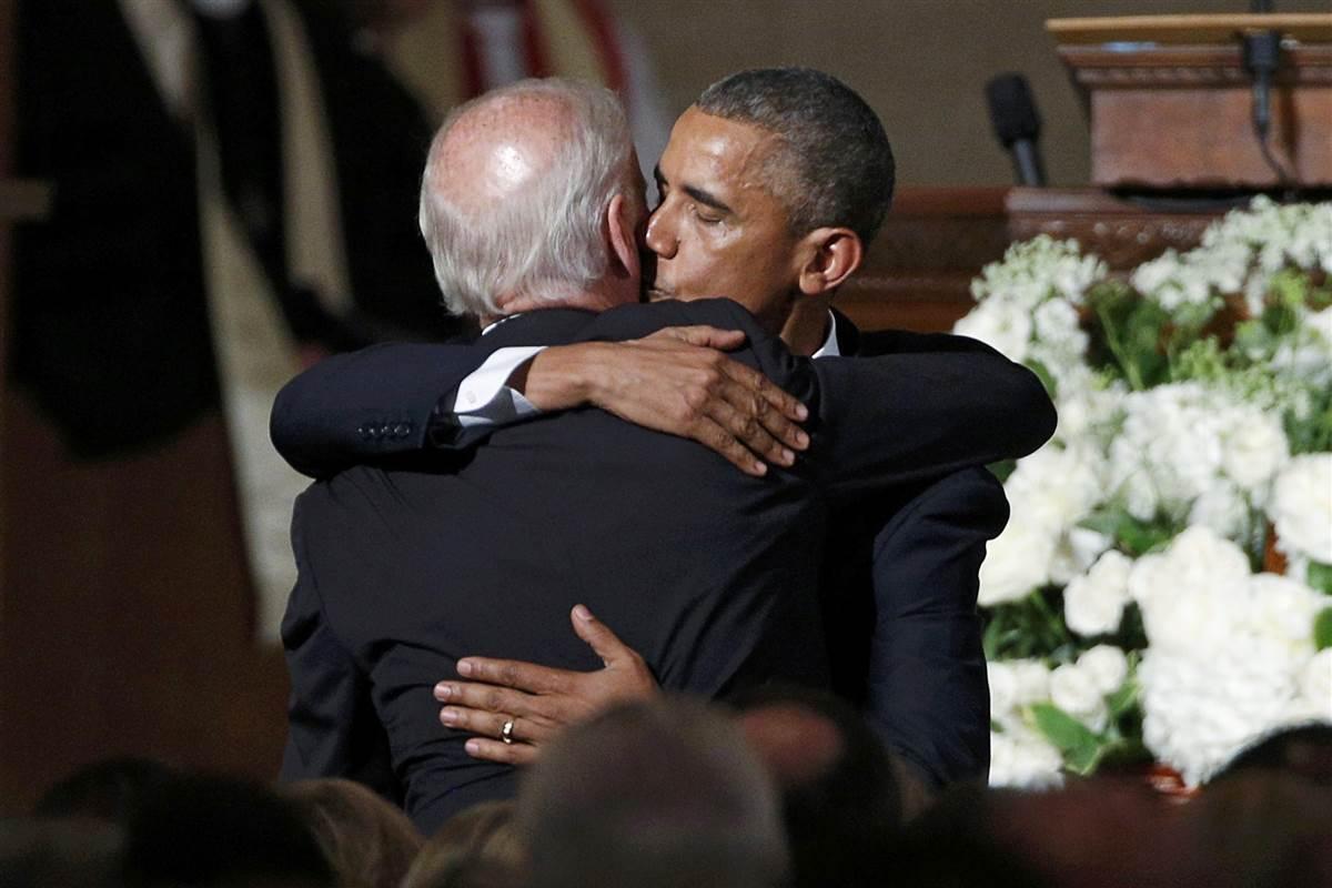 Obama hug Joe Biden