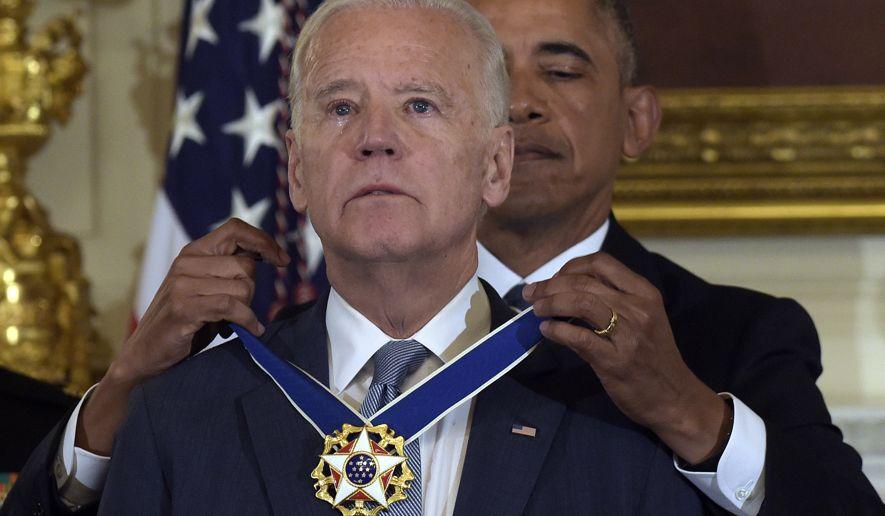 Obama awards Biden Medal of honor