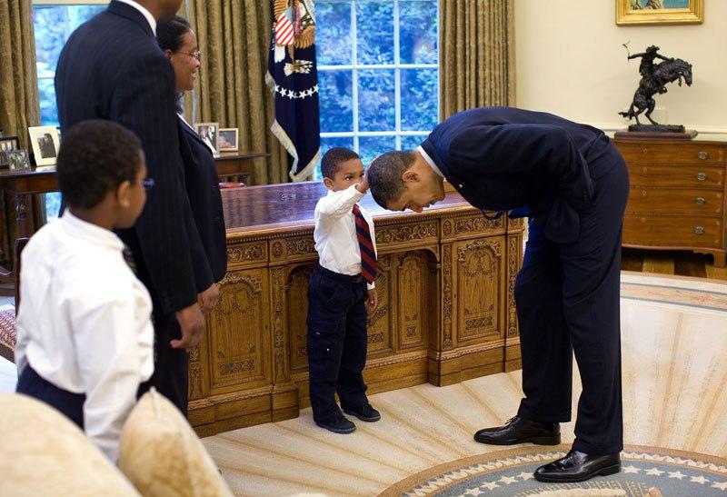 Kid rubs Obama's head
