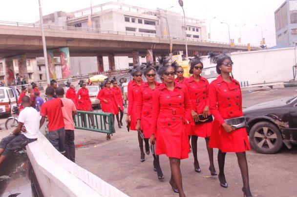 Falomo, ladies in red