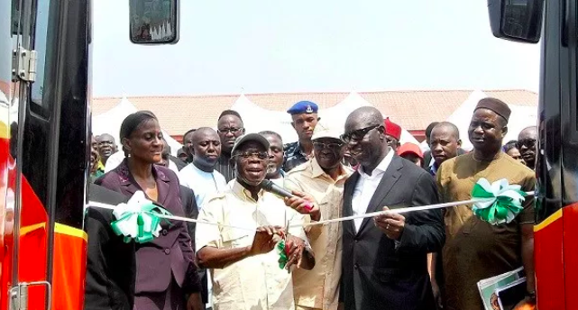 Oshiomhole and Obaseki commissioning the 75 new intra-city buses provided by the Edo State government