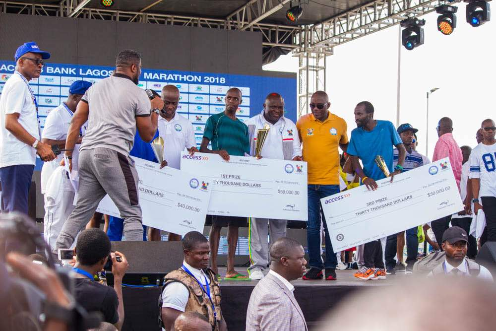 Lagos Marathon: Winners receiving their prizes