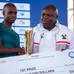 Lagos Marathon: Ambode presenting the winner his prize