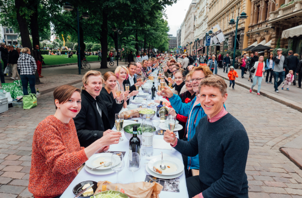Finns set up dinner tables across the world to mark the 100th anniversary of Finland
